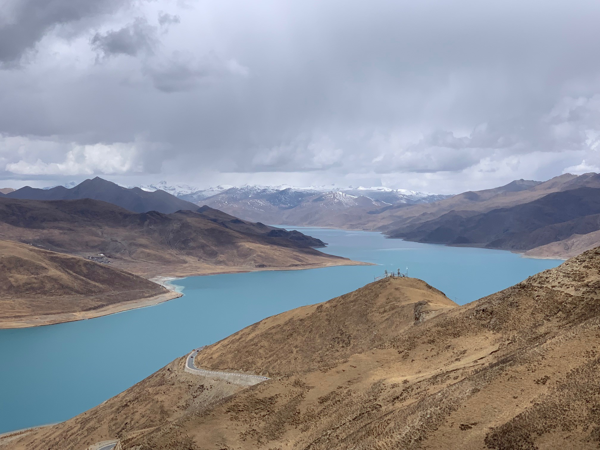 Panoramic view of the Tibetan plateau and highlands.